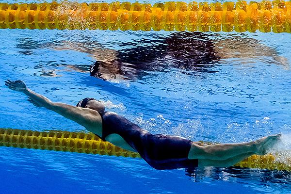 7月24日,傅园慧参加100米仰泳预赛。视觉中国 图