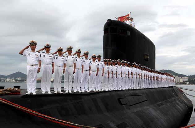 372潜艇官兵 高毅 摄