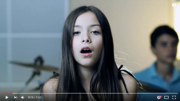 10岁萝莉翻唱阿黛尔成名曲走红 6年后长这样