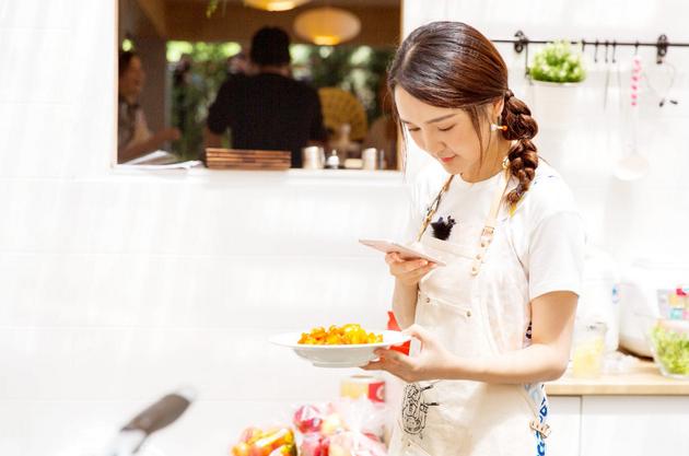 《中餐厅》黄晓明变黄指导 赵薇:训练我什么?