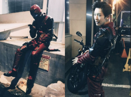 EXO灿烈曝光万圣节cos死侍的装扮。