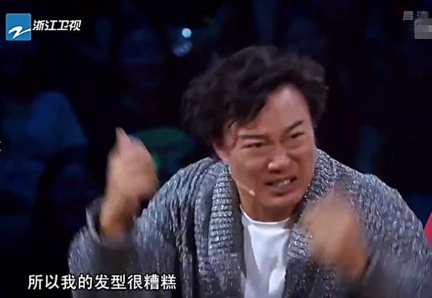 """陈奕迅回应跳伞视频 自嘲发型是""""黑色饭团"""""""