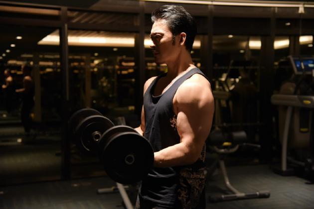 贾晓晨晒老公樊少皇健身照肌肉发达 网友:想舔屏