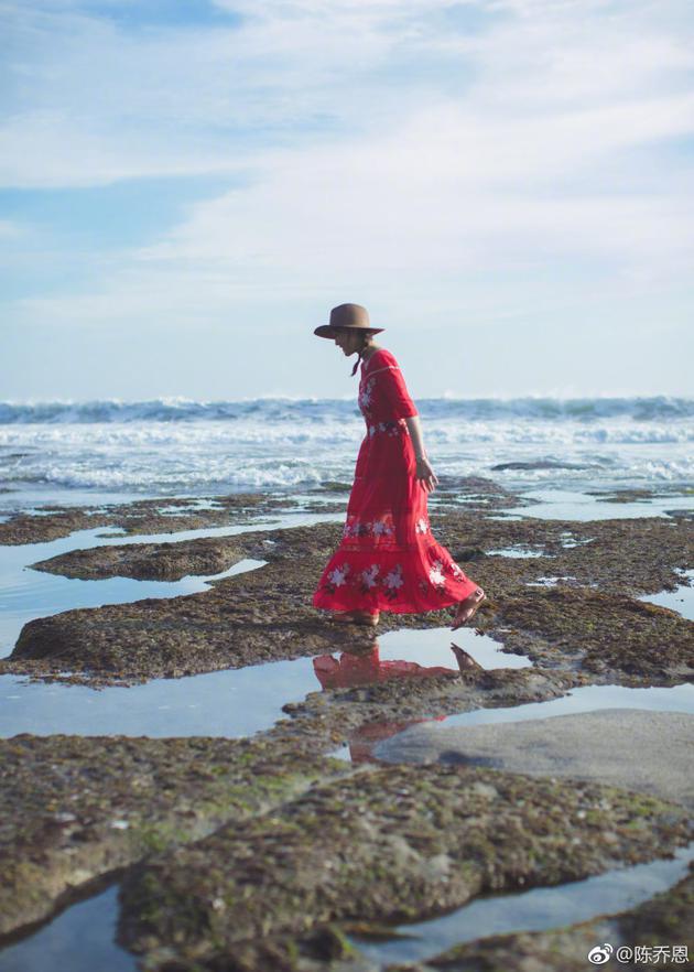 陈乔恩海边红裙美照