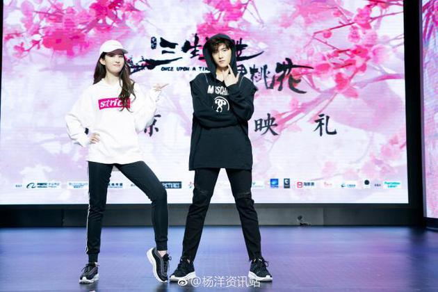 刘亦菲杨洋《三三》首映会合体尬舞