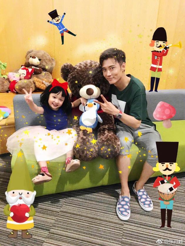 张丹峰和女儿温馨可爱
