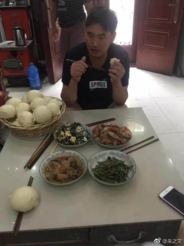 朱之文用餐