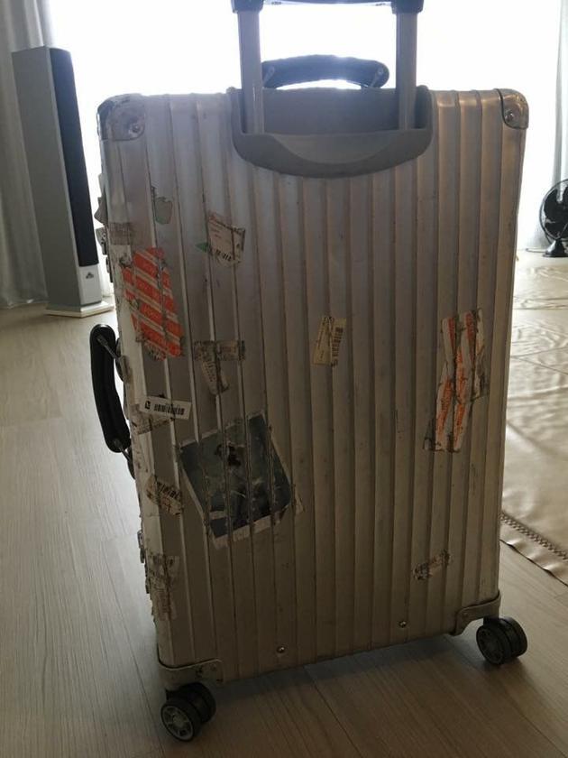 彭佳慧乘飞机行李箱却被遗忘在北京 隔天送到手上