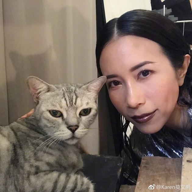 莫文蔚晒和爱宠合影 调侃自己和猫咪长得像
