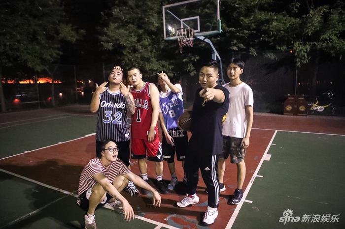 """""""红花会""""兄弟打篮球"""