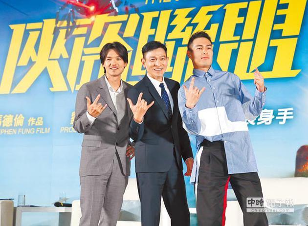 冯德伦(左起)、刘德华与杨佑宁昨一起为电影在台造势。