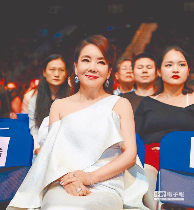 甩曲奖失利阴霾 辛晓琪获华语金曲奖两项大奖