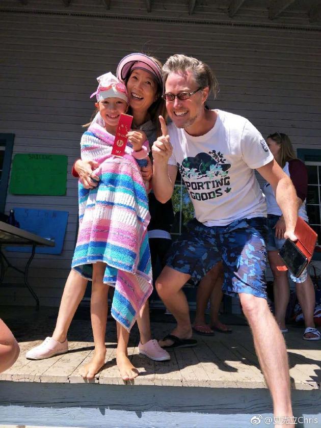 夏天仰泳第一和爸妈开心热点
