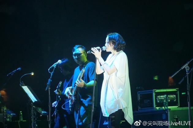 北京开唱被观众狂撩 杨乃文:我帅美皆可!