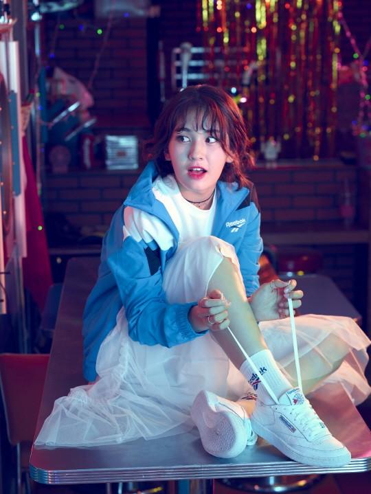 日韩音乐 韩娱 > 正文     新浪娱乐讯 韩国女歌手全昭弥的一组复古风