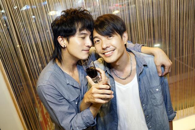 陈如山(左)、邱泽在电影里的情感令人动容
