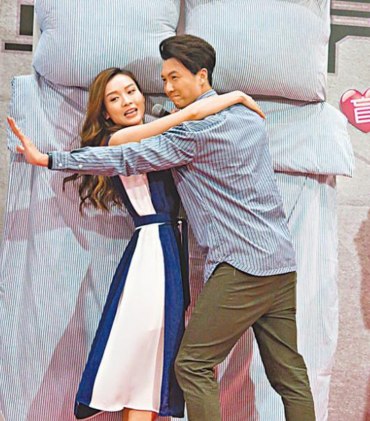 王浩信(右)重演《踩过界》和李佳芯(左)的床上激战