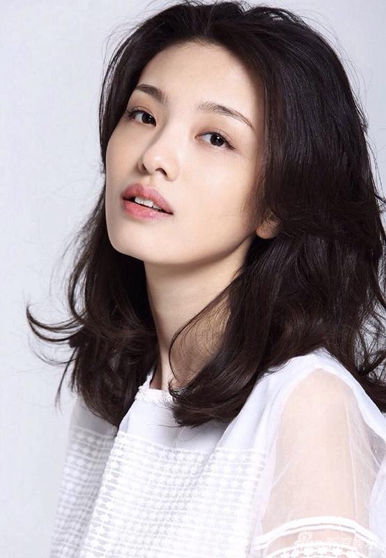 《浮出水面》张杨智子首挑女科学家 展知性美