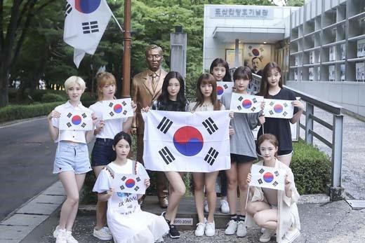 815韩国庆光复节 DIA手持国旗拍照片纪念