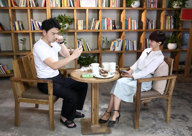 雷佳音曝女儿看《前半生》赞贺函比陈俊生帅