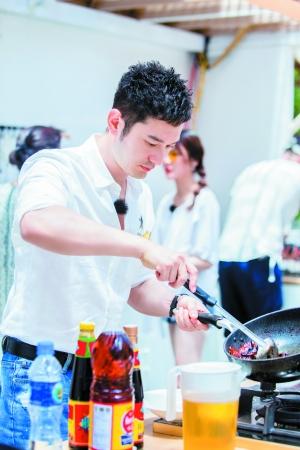 黄晓明:我喜欢看心灵鸡汤 善良比聪明重要