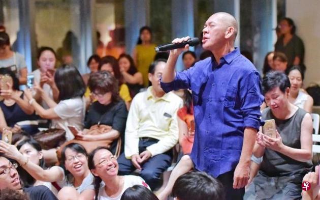导演蔡明亮跨界首当歌手 却担心唱歌时假牙飞出去