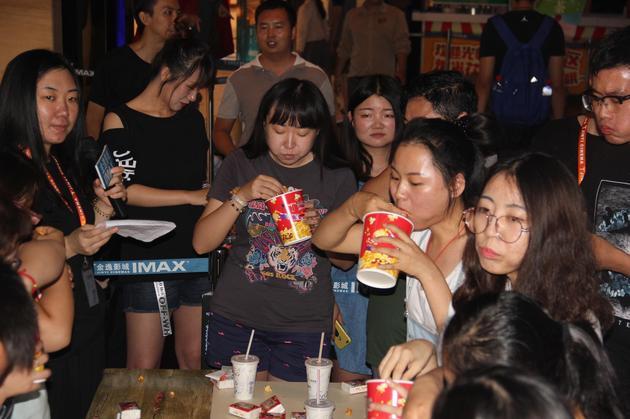 第一轮是由大悦城店提供的爆米花可乐单人套餐