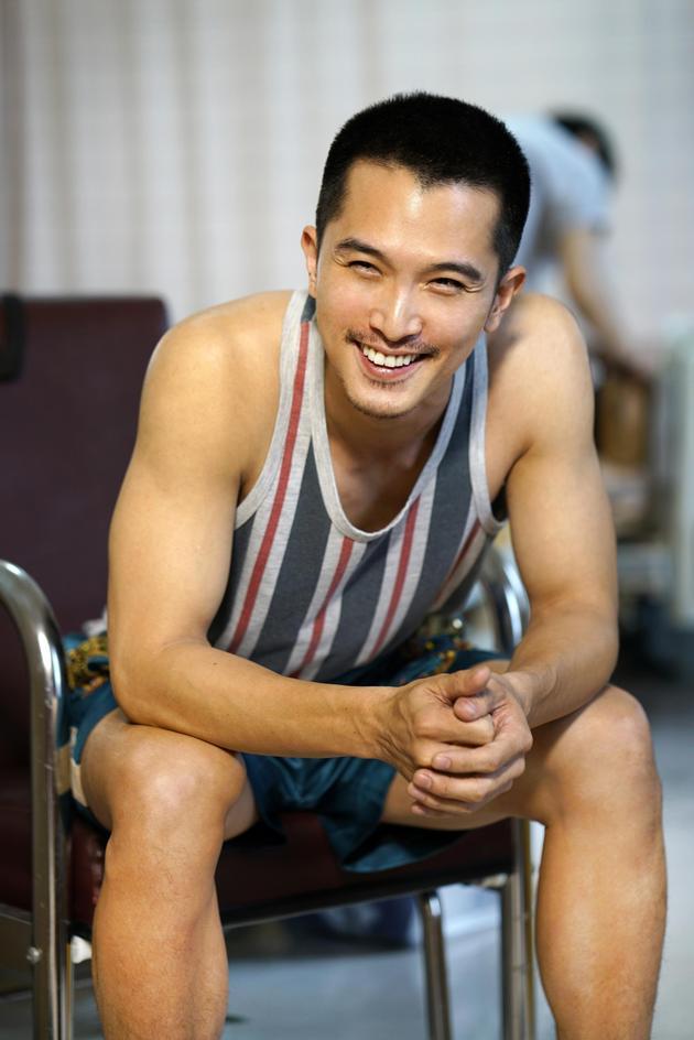 杀青在即,22日男主角邱泽[微博]为自己的杀青戏第三度落发,剃成只有