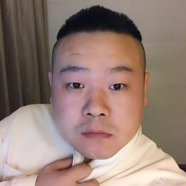 岳云鹏呆萌自拍