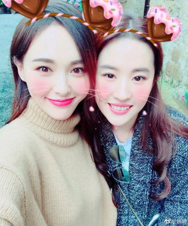 刘亦菲生日唐嫣晒两人合影