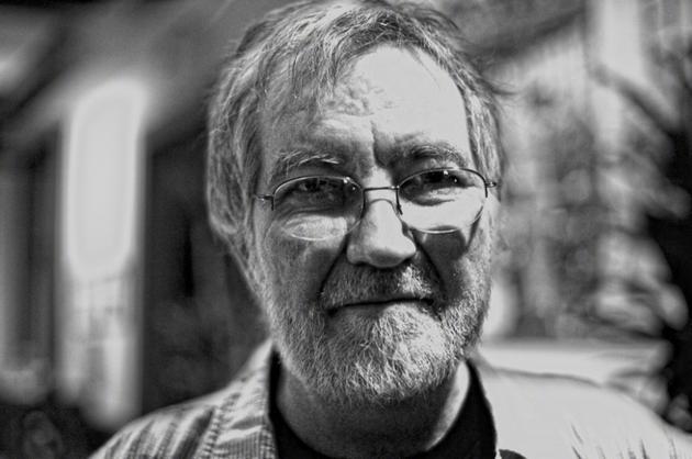 恐怖片开山大师托比·霍伯去世 曾执导《鬼驱人》