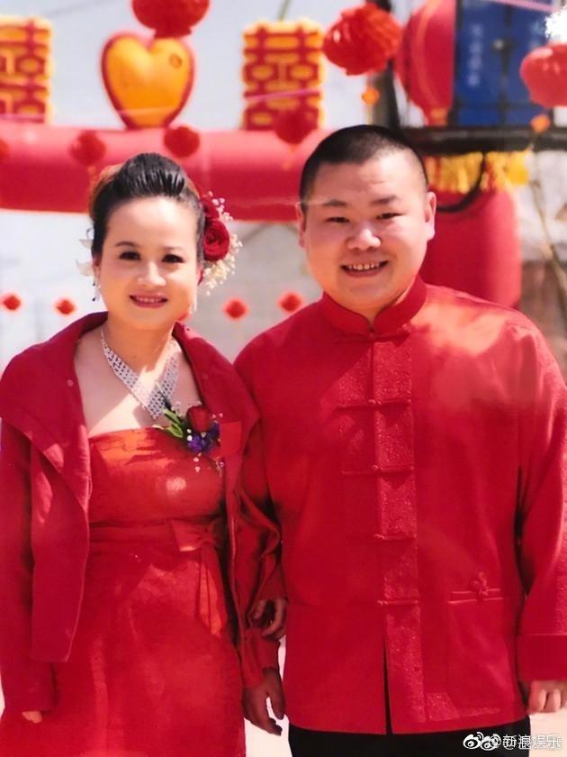 岳云鹏与老婆合影