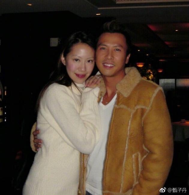 甄子丹与老婆十四年半前合影