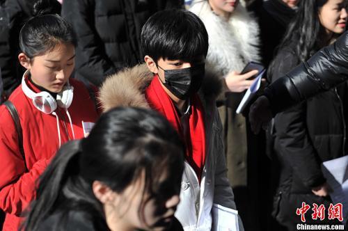 资料图:今年2月,王俊凯现身北京电影学院表演专业考场。中新网记者 金硕 摄