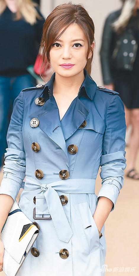 赵薇的女儿小四月,在香港升学。