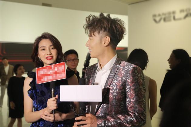 张丹峰夫妇接受采访