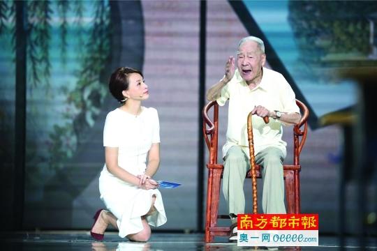 """《开学第一课》充满正能量 是满满的""""中华骄傲"""""""