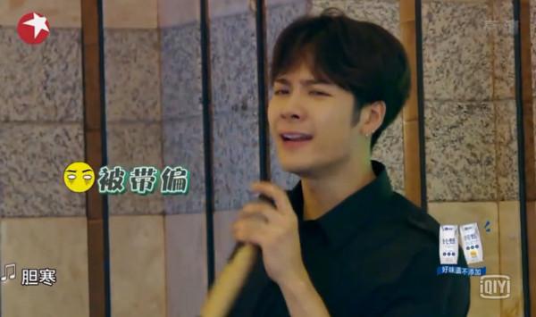 张艺兴唱台语王嘉尔跟着接尾音,罗志祥在一旁笑倒