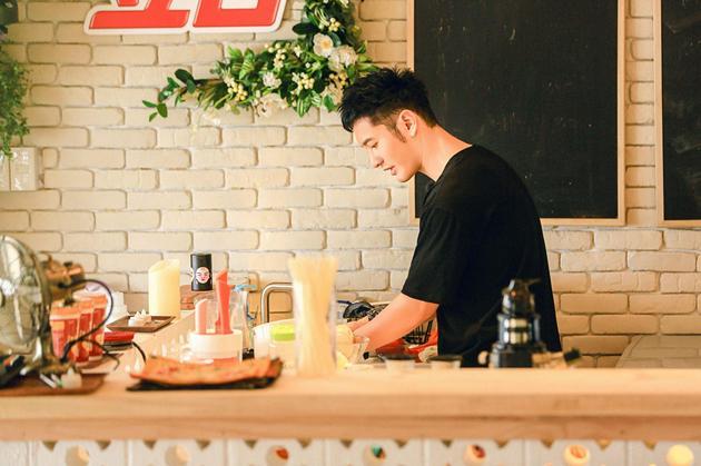 【0911网媒】黄晓明首当《中餐厅》代理店长,无奈上任首日就被挑战权威01