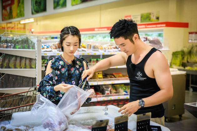 黄晓明买食材价格高出天际 赵薇满脸写不可置信