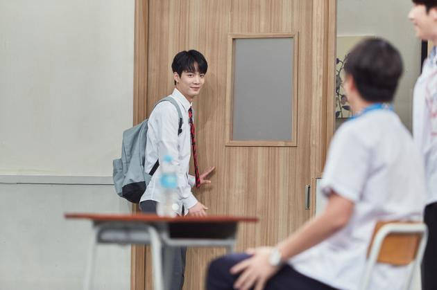 NU'EST金钟炫挑战《认哥》成员 展开拍画片比拼