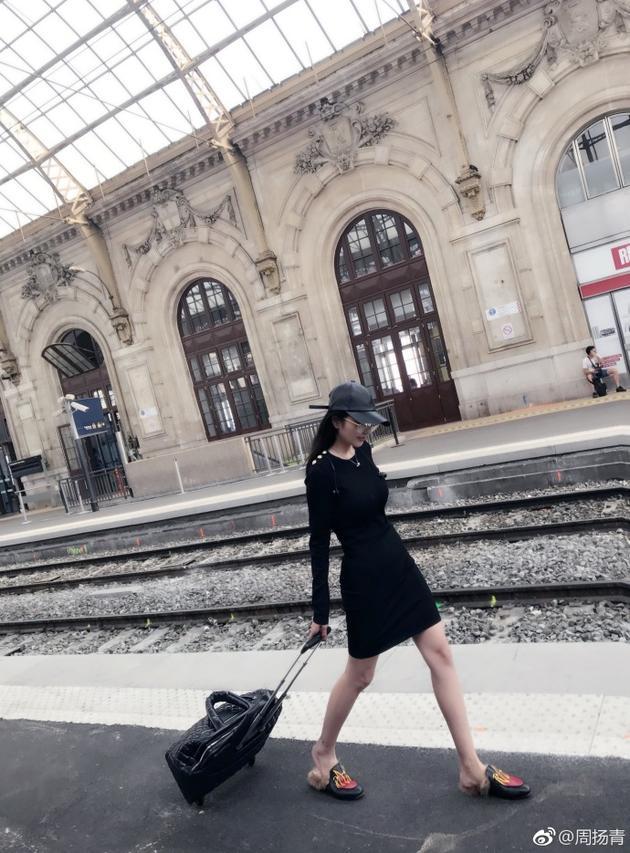 周扬青法国旅游新包被偷 网友:让罗志祥再送一个