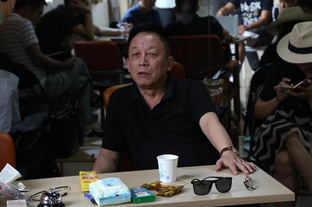 《模范监狱》公演 编剧易中天侃:我是话剧界新浪