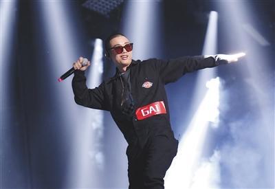 《中国有嘻哈》双冠军引质疑 网友:battle变联欢