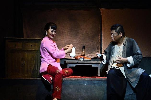 周晓琳演绎经典角色虎妞 无畏挑战融入角色