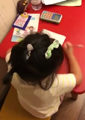小花妹妹做作业