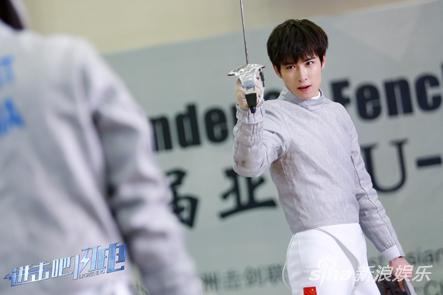 潇洒帅气的击剑少年吴昊泽