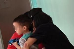 佟丽娅蹲电梯口给儿子换尿裤 网友:陈思诚人呢?
