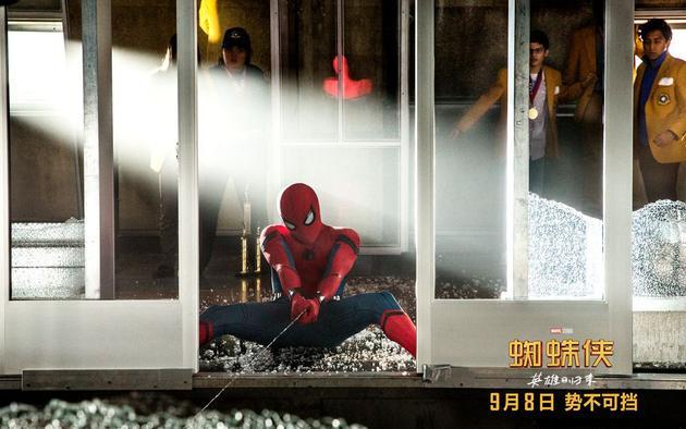 蜘蛛侠奋力营救小伙伴