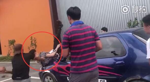 汪东城亲演动作戏出意外!肉身撞车挡风玻璃炸裂